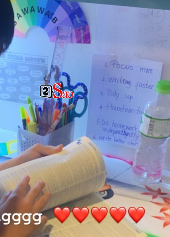 Hồ Ngọc Hà đăng ảnh Subeo học ngoại ngữ nhưng gây chú ý nhất lại là tờ giấy nhỏ dán trên tường-2