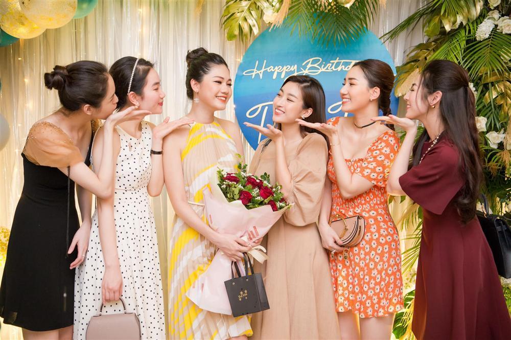 Hoa hậu Đỗ Mỹ Linh bị bóc mẽ gian lận chiều cao khi đứng giữa dàn mỹ nhân-14