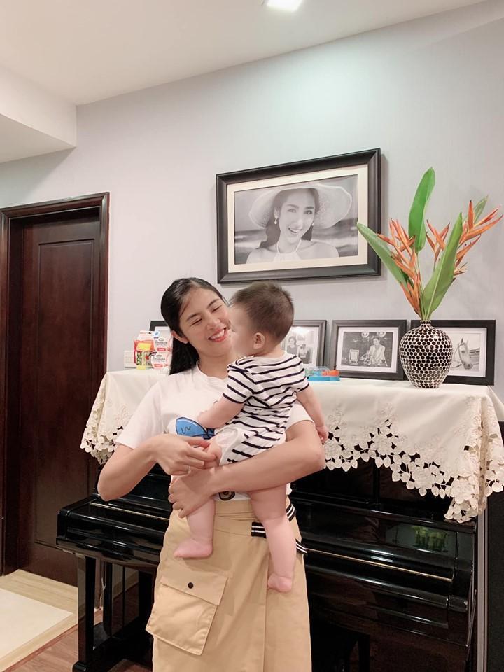 Trước khi lấy chồng, Hoa hậu Ngọc Hân đặt hàng con trai Á hậu Tú Anh lăn giường tân hôn lấy may-3