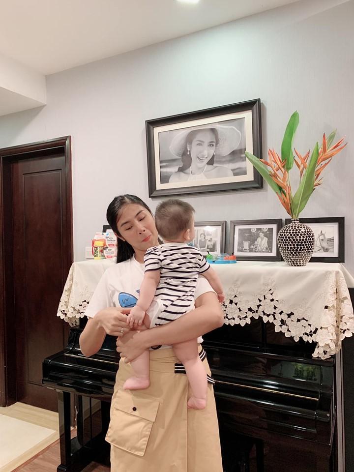 Trước khi lấy chồng, Hoa hậu Ngọc Hân đặt hàng con trai Á hậu Tú Anh lăn giường tân hôn lấy may-4