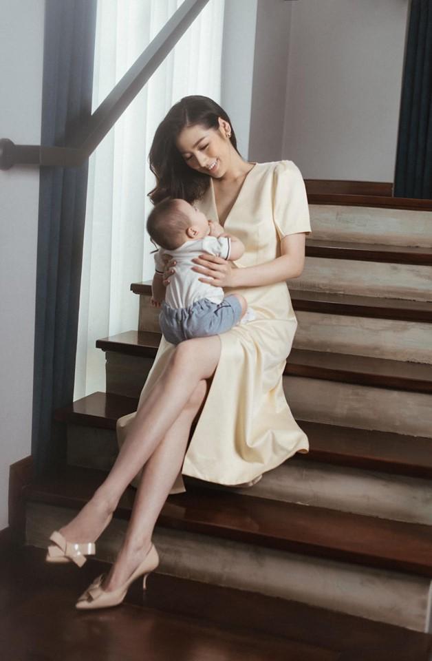 Trước khi lấy chồng, Hoa hậu Ngọc Hân đặt hàng con trai Á hậu Tú Anh lăn giường tân hôn lấy may-8