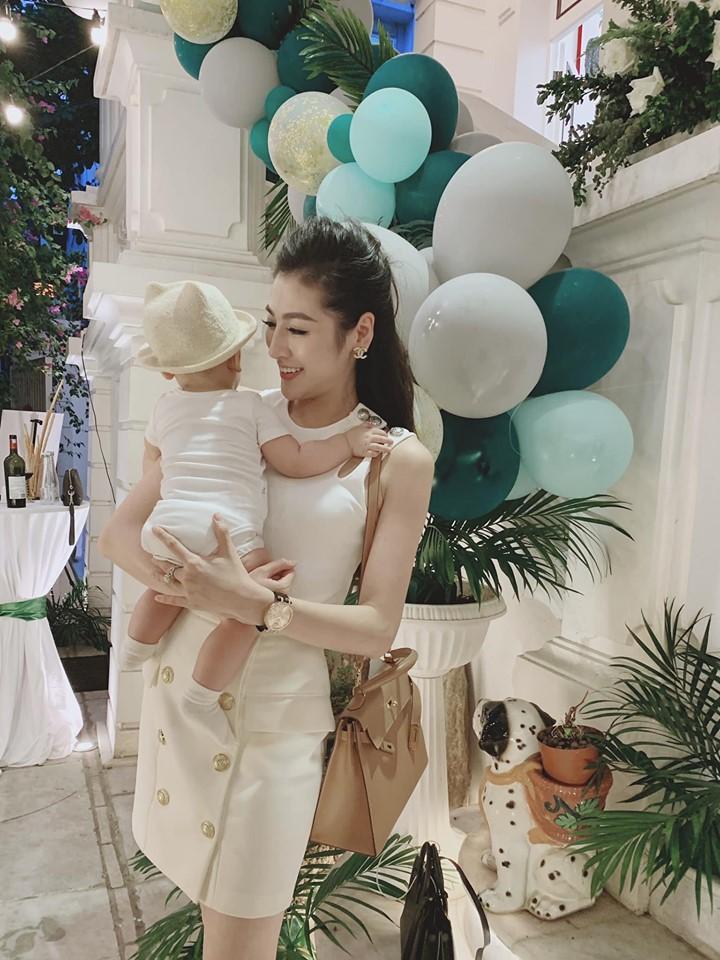 Trước khi lấy chồng, Hoa hậu Ngọc Hân đặt hàng con trai Á hậu Tú Anh lăn giường tân hôn lấy may-10