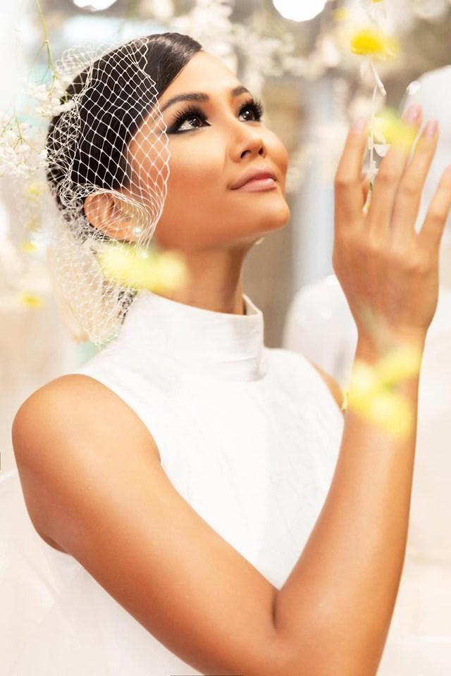 Bản tin Hoa hậu Hoàn vũ 23/8: HHen Niê đẹp hoàn hảo, lấn lướt luôn cả em trai của cô ấy-1