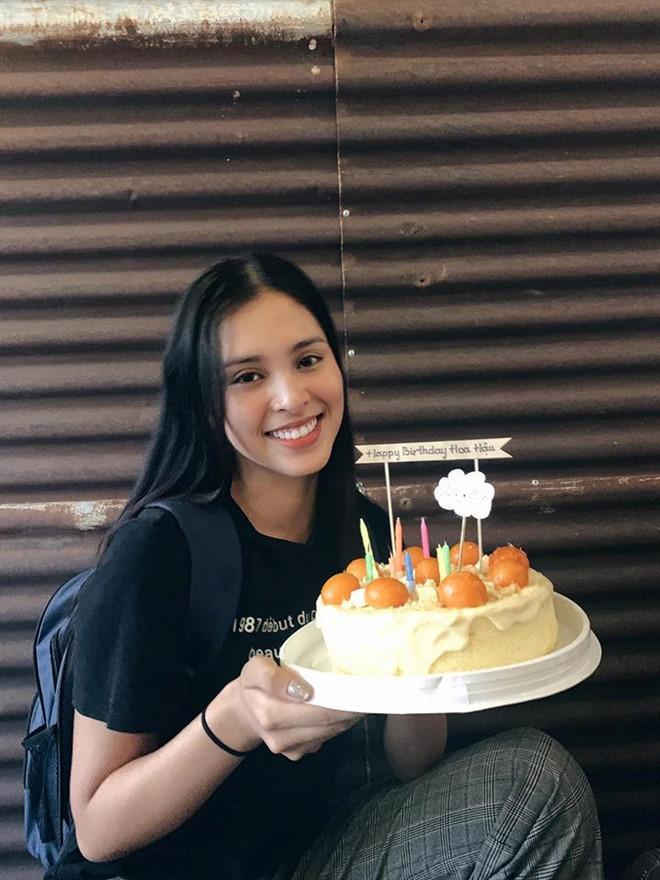 Hoa hậu Tiểu Vy để mặt mộc khi đón sinh nhật tuổi 19-2