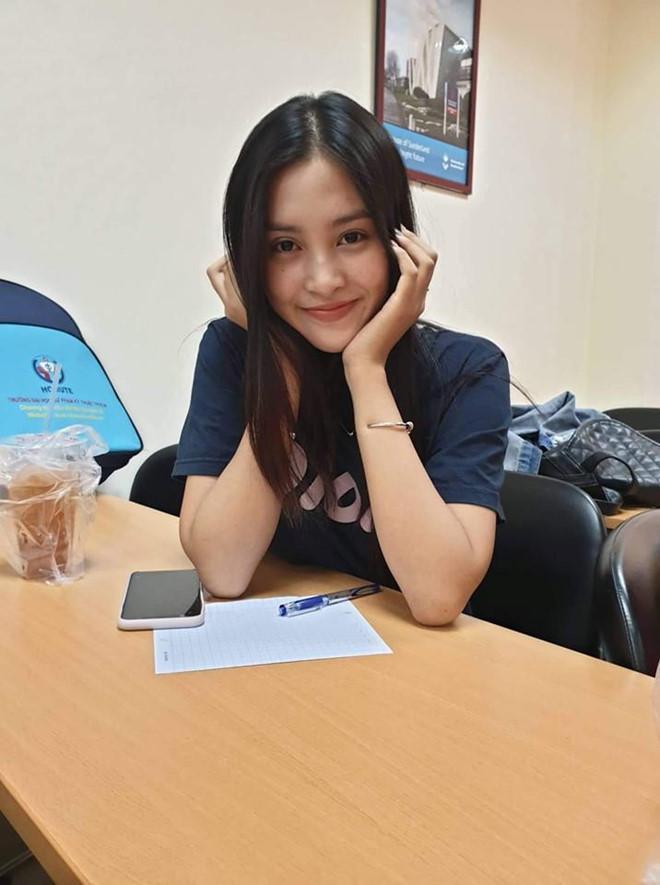Hoa hậu Tiểu Vy để mặt mộc khi đón sinh nhật tuổi 19-3