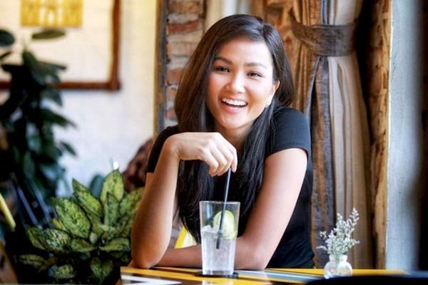 Hoa hậu HHen Niê trông như người khác mỗi lần thay đổi kiểu tóc-1