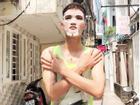 Làm đẹp kiểu Mạc Văn Khoa: Đắp mặt nạ giấy ra đường đứng giữa trưa nắng để... hòa mình vào thiên nhiên