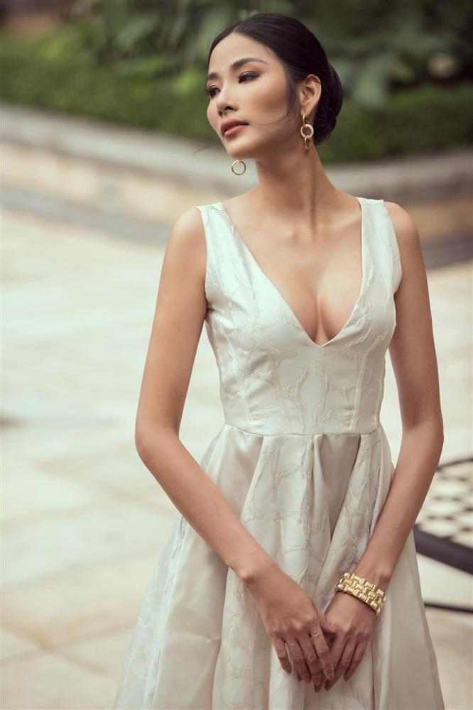 Bản tin Hoa hậu Hoàn vũ 24/8: HHen Niê - Phạm Hương - Hoàng Thùy nhường bước trước sắc đẹp nữ hoàng-6