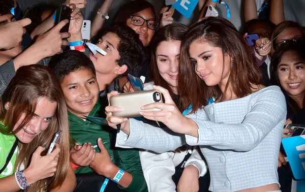 Selena Gomez - Nàng chẳng cần ra nhạc vẫn khiến khán giả yêu mến mình vì điều này-7