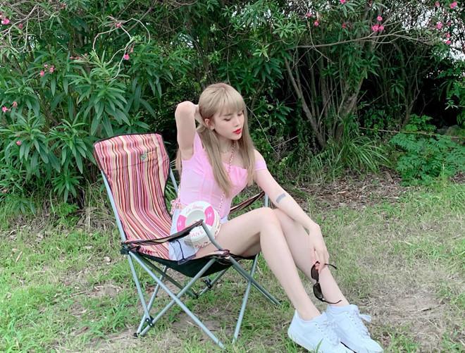 Bạn gái tin đồn của Sơn Tùng M-TP chuộng mặc đồ ngắn-1