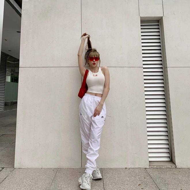 Bạn gái tin đồn của Sơn Tùng M-TP chuộng mặc đồ ngắn-3