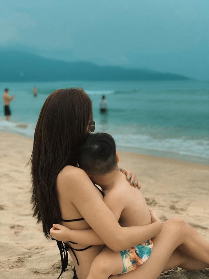 chi voi buc anh dien bikini dj tit chung minh phu nu dep nhat khi khong thuoc ve ai sau gan 1 nam lam me don than