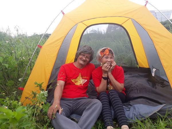 Ngưỡng mộ tình yêu đẹp của vợ chồng phượt thủ U70 và lời hứa cùng nhau đi hết Việt Nam-1