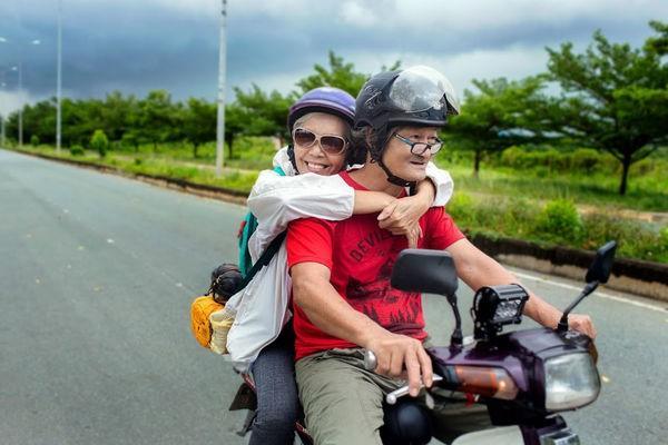 Ngưỡng mộ tình yêu đẹp của vợ chồng phượt thủ U70 và lời hứa cùng nhau đi hết Việt Nam-2