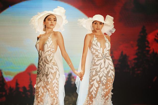Kỳ Duyên và Minh Triệu nắm tay mặc váy cưới đôi, fan khẳng định: Tập trước để khi cưới đỡ ngại-4