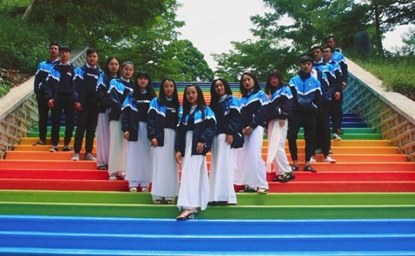 Ngôi trường ở Lâm Đồng có hàng loạt bậc thang sống ảo-1