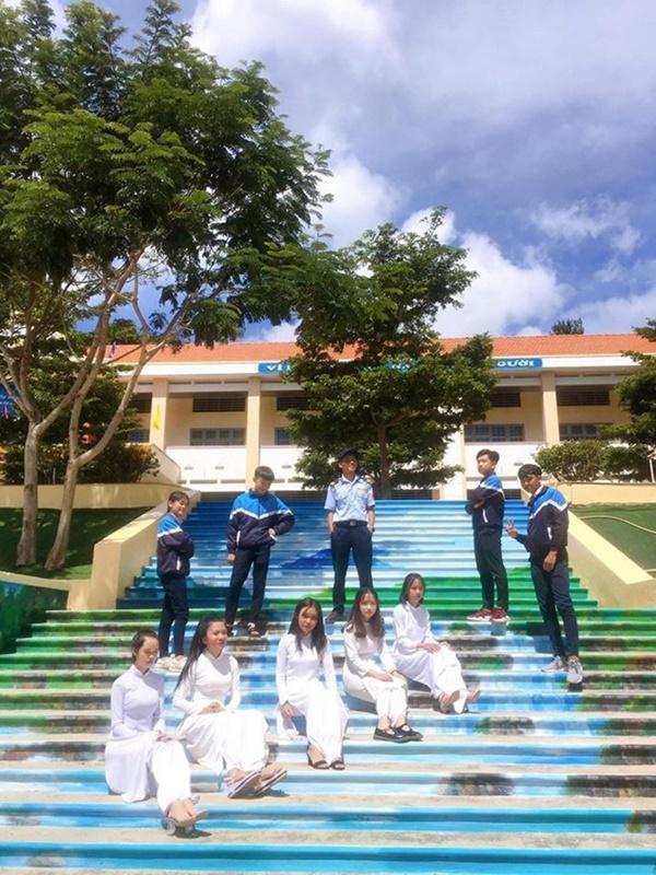 Ngôi trường ở Lâm Đồng có hàng loạt bậc thang sống ảo-2
