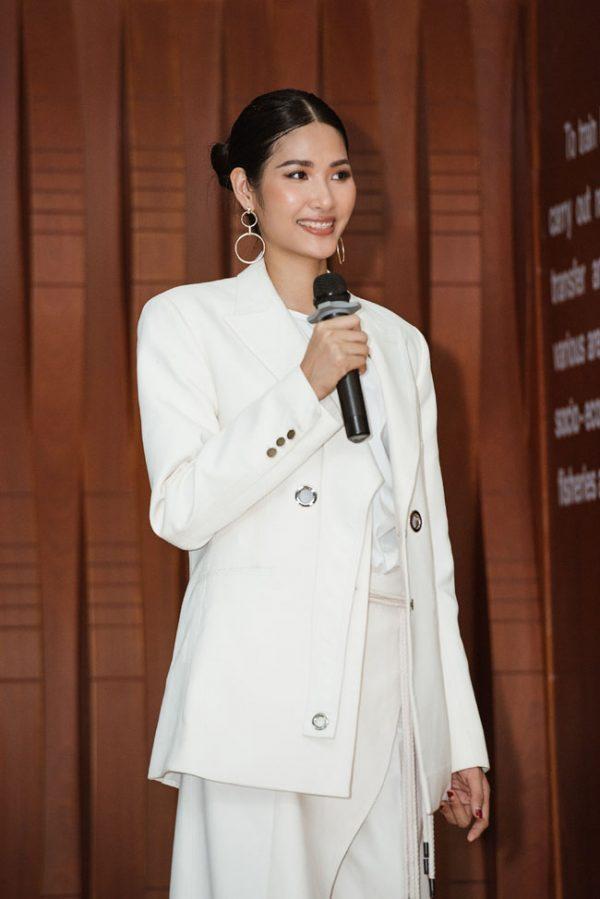 Hoàng Thùy nên để kiểu tóc nào và phải né kiểu tóc nào khi chinh chiến Miss Universe 2019?-19