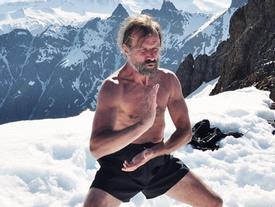 'Người băng' tắm nước âm độ, chạy chân trần ở vòng Bắc Cực