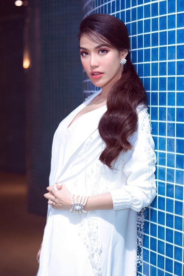 Thu Minh mặc bikini phô diễn đường cong gợi cảm ngỡ ngàng ở tuổi U50-5