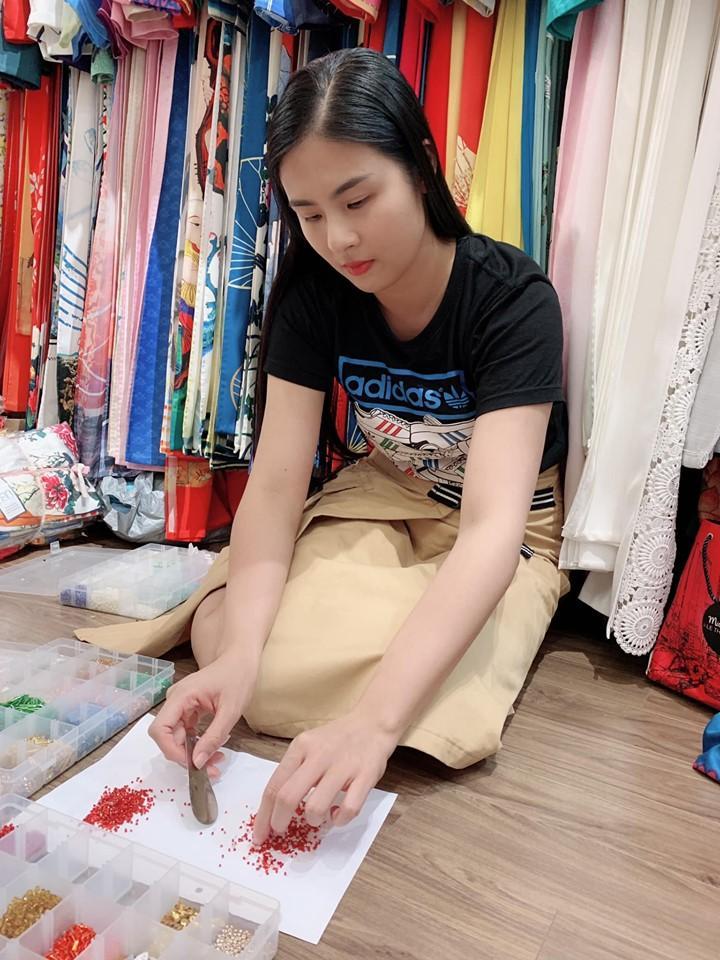 Thu Minh mặc bikini phô diễn đường cong gợi cảm ngỡ ngàng ở tuổi U50-10