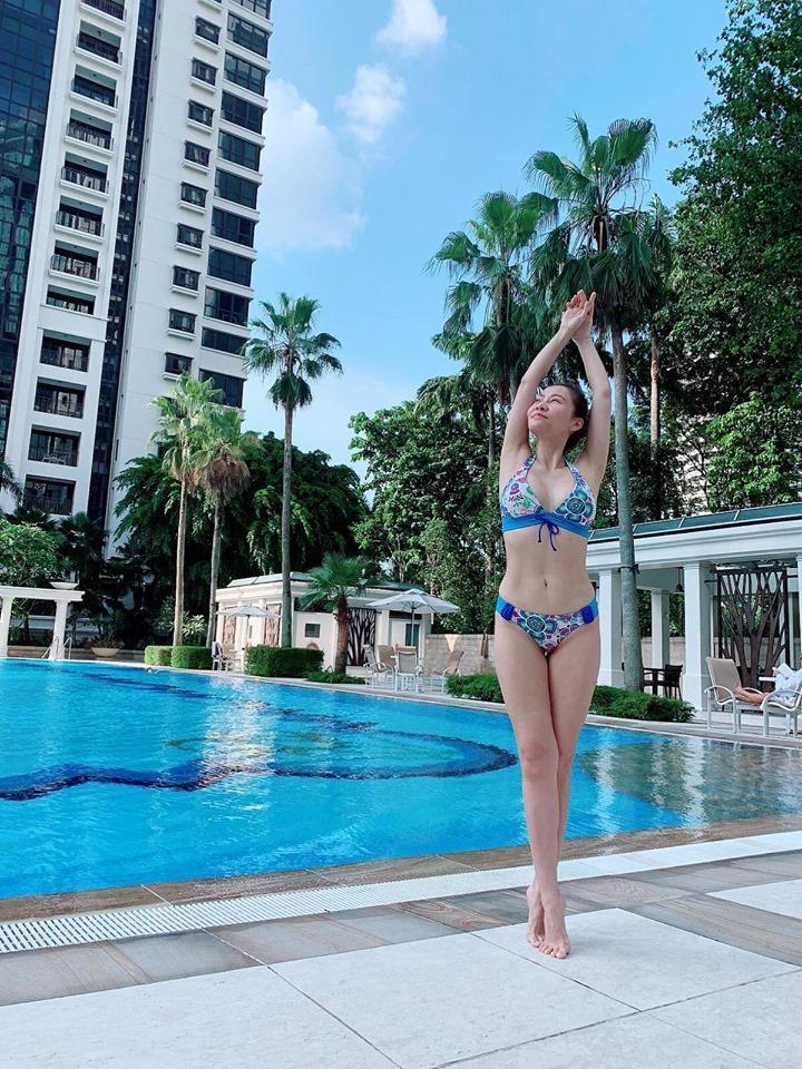 Thu Minh mặc bikini phô diễn đường cong gợi cảm ngỡ ngàng ở tuổi U50-1
