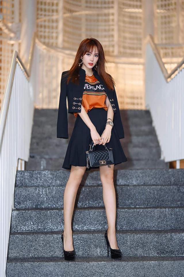 Nhan sắc ngày càng thăng hạng nhưng Minh Hằng bị fan soi photoshop kéo dài chân đến méo cả bậc thang-1