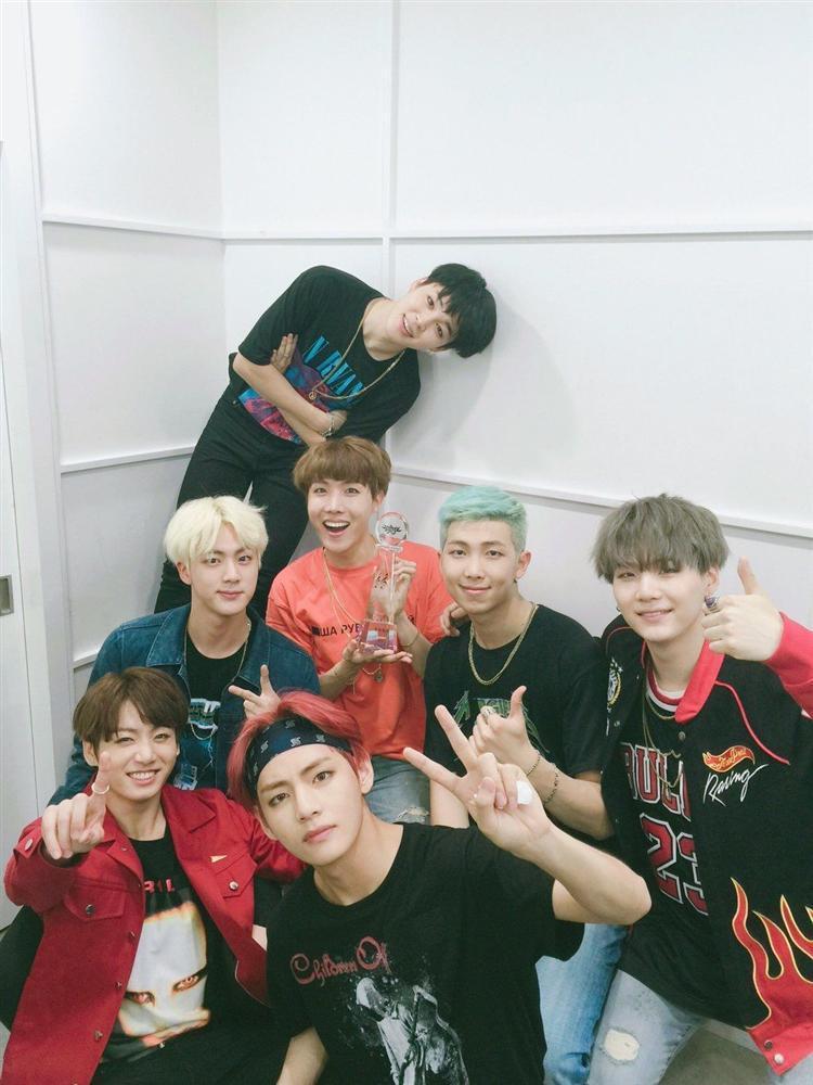 Có một ca khúc dù chỉ được quảng bá trong 4 ngày nhưng lại là bàn đạp giúp BTS được cả thế giới biết đến-3