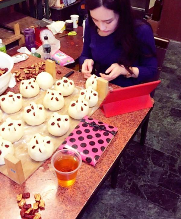 Cô gái bán được cả 10 ngàn chiếc bánh bao mỗi ngày chỉ vì ngoại hình siêu bốc lửa-2