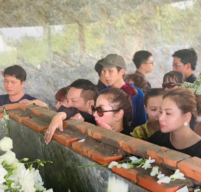 Hoài Linh khóc, nhớ kỷ niệm cũ khi tiễn biệt nghệ nhân Thành Giao-2