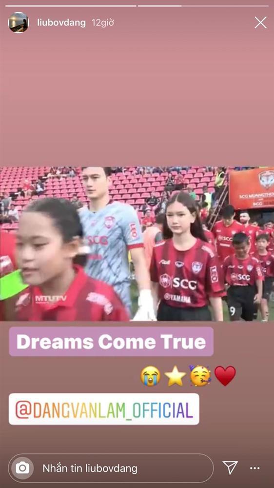 Nắm tay anh ra sân thi đấu, em gái 12 tuổi của thủ môn Đặng Văn Lâm được khen ngày càng xinh đẹp-1