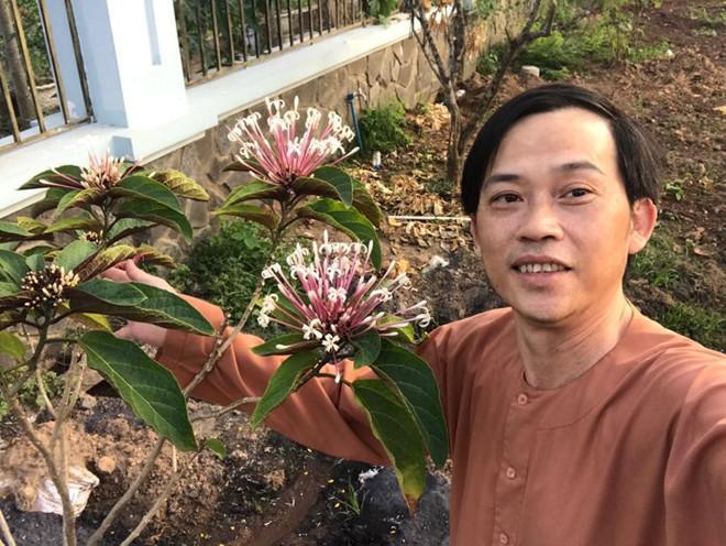 VZN News: Hoài Linh lần đầu bật mí cuộc sống trồng cây hái trái mộc mạc như nông dân thứ thiệt-5