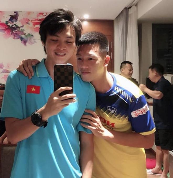 Vừa hội quân, cầu thủ tuyển Việt Nam đã dìm hàng nhau trên mạng-2