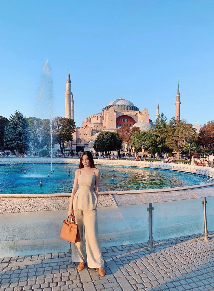 Hồ Ngọc Hà tay trong tay sánh đôi bên Kim Lý khám phá Thổ Nhĩ Kỳ-2
