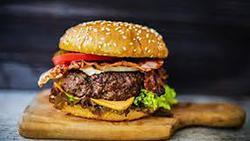 Tự làm burger bò băm tại nhà với 4 công thức đơn giản