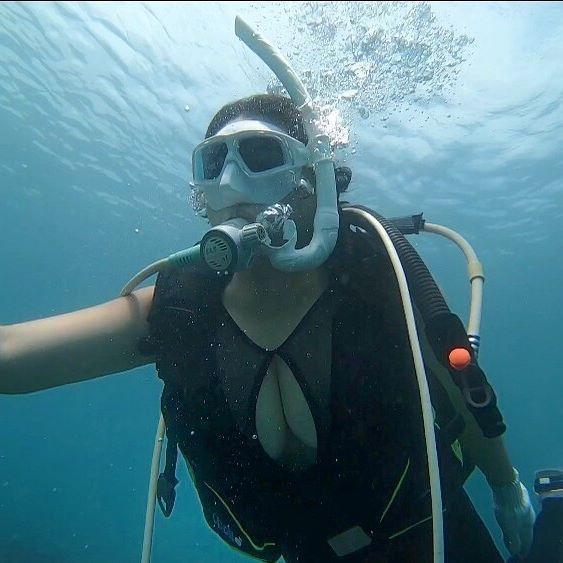 VZN News: Khoe ảnh đi lặn biển, cô gái khiến dân tình không thể rời mắt khỏi điểm này-3