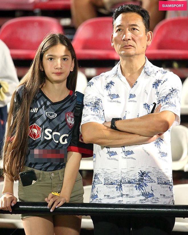 Được báo Thái hết lời khen ngợi, em gái 12 tuổi của Đặng Văn Lâm làm điều bất ngờ-1