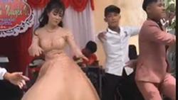 Clip cô dâu 'quẩy tung váy' trong ngày cưới, chú rể cũng nhảy sung không kém