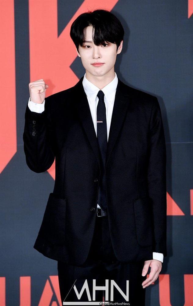Nhóm nhạc toàn mỹ nam bước ra từ ProduceX101 được chờ đón nhất Kpop-4