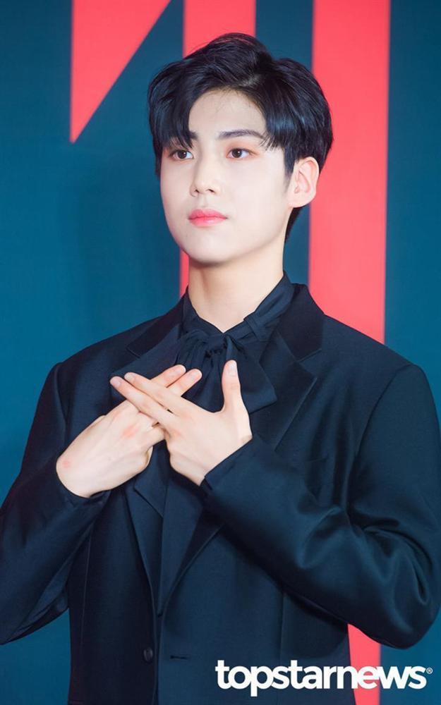 Nhóm nhạc toàn mỹ nam bước ra từ ProduceX101 được chờ đón nhất Kpop-11