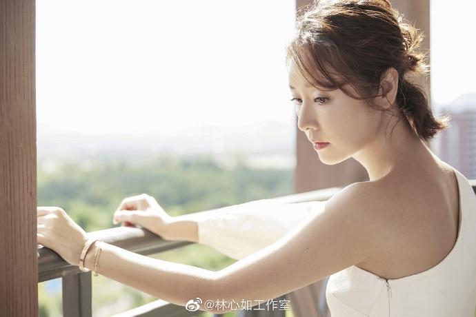 VZN News: Lâm Tâm Như đi giày cao gót, khoe dáng chuẩn, gián tiếp phủ nhận tin đồn mang bầu ở tuổi 43-5