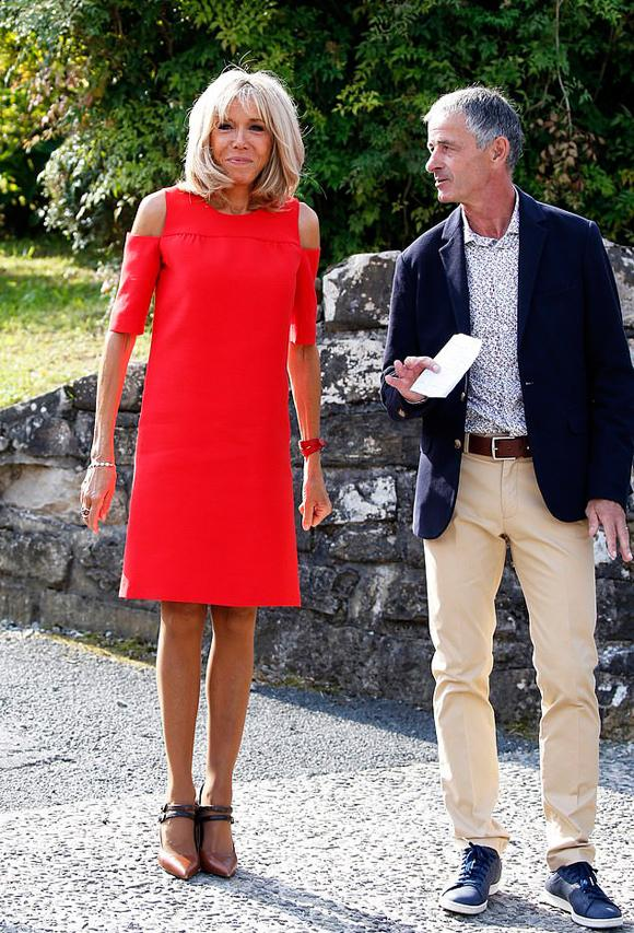 Đệ nhất phu nhân Pháp tốn hơn 400 triệu đồng cho váy áo 3 ngày dự G7-3