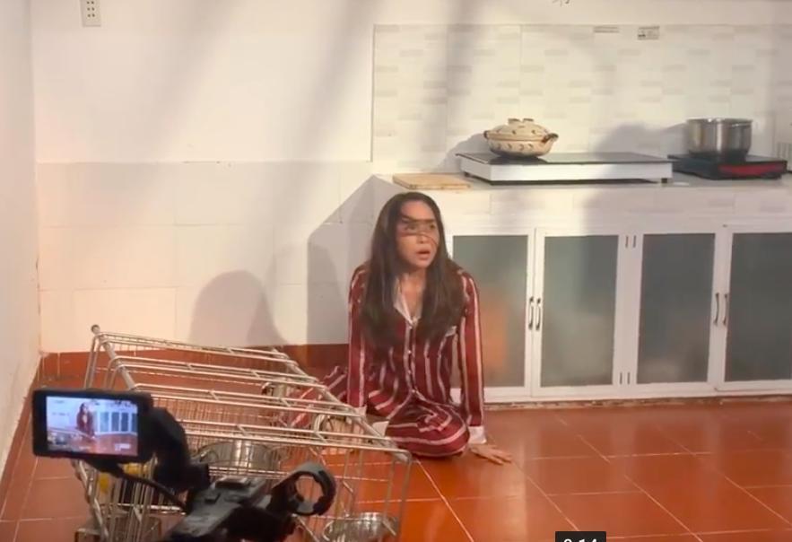Lộ clip Quỳnh Nga bị đánh bầm dập, tả tơi trong phim mới-1
