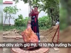 Đào hố 'chôn' tảng thịt bò khổng lồ, có ngay món ngon khó cưỡng