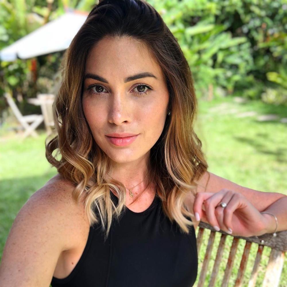 VZN News: Bản tin Hoa hậu Hoàn vũ 28/8: HHen Niê tết tóc sam cực xinh, cướp sạch sóng của Phạm Hương và dàn mỹ nữ-10
