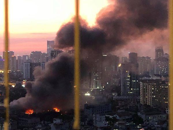 VZN News: Cử cán bộ Y tế đến từng hộ dân sau vụ cháy Rạng Đông: Chưa ghi nhận trường hợp nào ảnh hưởng đến sức khỏe-2
