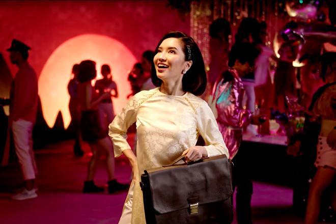 Bích Phương mặc váy lộ vòng một khiêm tốn trong MV Đi đu đưa đi-1
