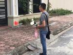 Mẹ vợ tương lai ốm, thanh niên hối hả đến thăm nhưng lại bị đuổi tống cổ và hủy ngày dạm ngõ chỉ vì 1 bó hoa trên tay