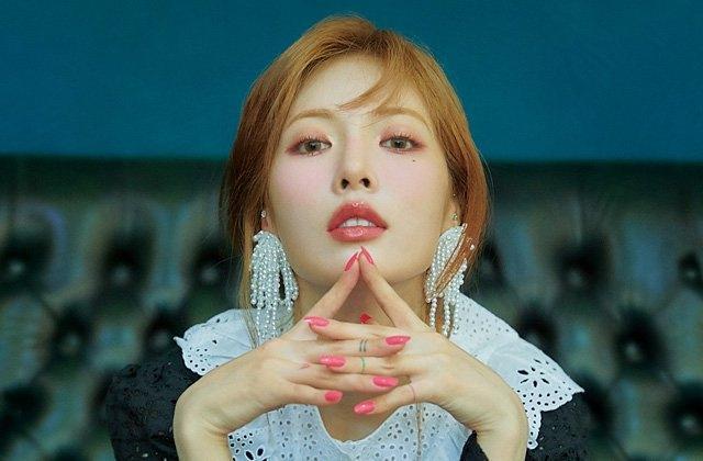 HyunA lấy lại phong độ, mạnh dạn khoe vòng 3 gợi cảm trong bộ đồ hầu gái-1
