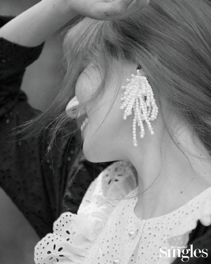 HyunA lấy lại phong độ, mạnh dạn khoe vòng 3 gợi cảm trong bộ đồ hầu gái-10